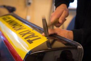 fabricage Barclay Toplighs, taxibord en daklicht